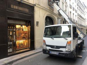 monte-meuble rue passante paris